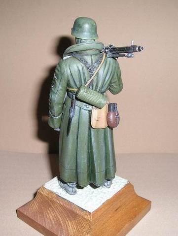 Tamiya 36306 WWII German Machine Gunner Greatcoat 1//16 Scale Figure