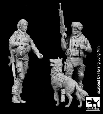US woman + soldier with dog - Image 1