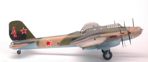 Kuvahaun tulos haulle zvezda models Soviet Long Range Bomber Petlyakov PE-8