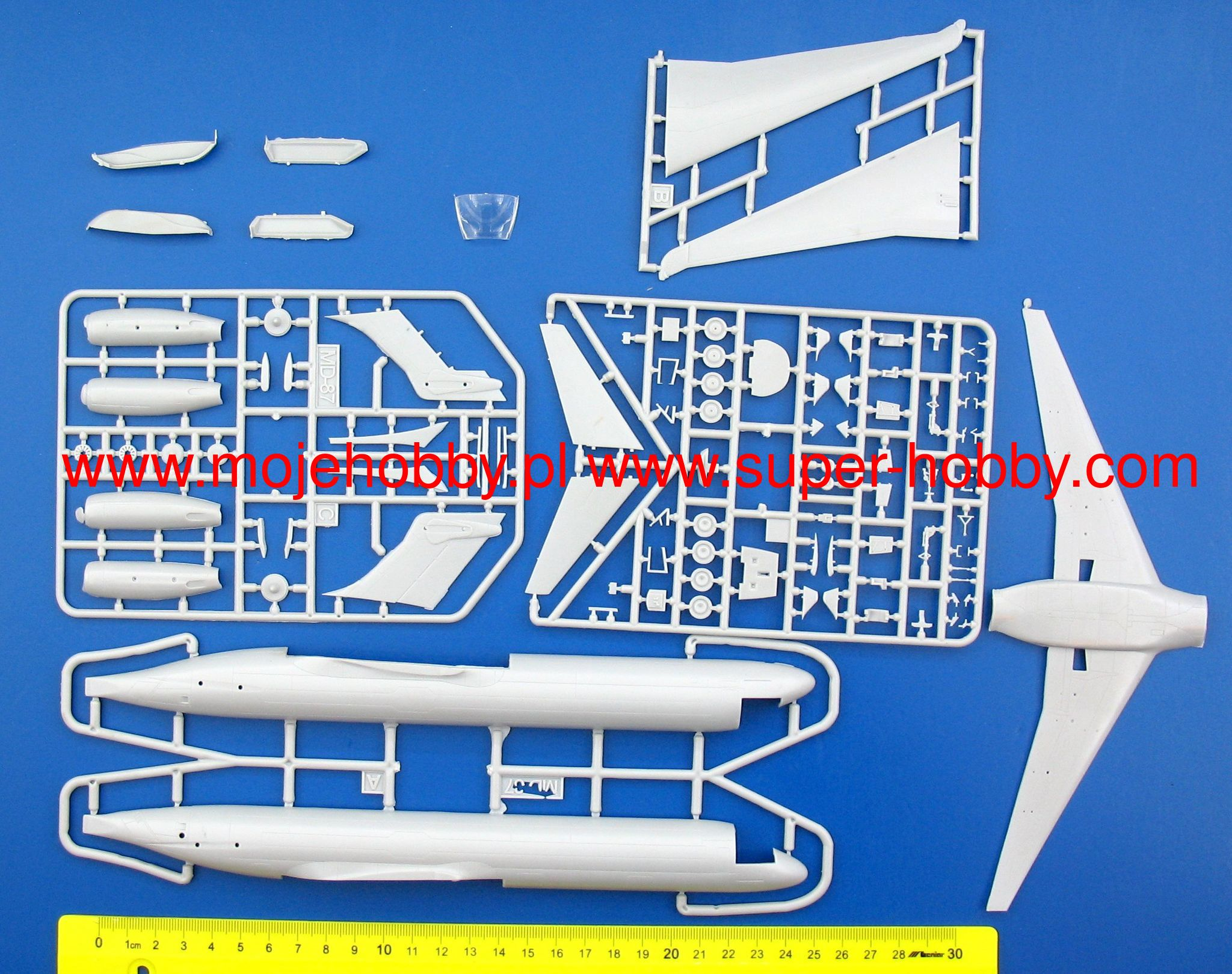 AMP Models 1//144 MCDONNELL DOUGLAS MD-87 ERICKSON AERO TANKER