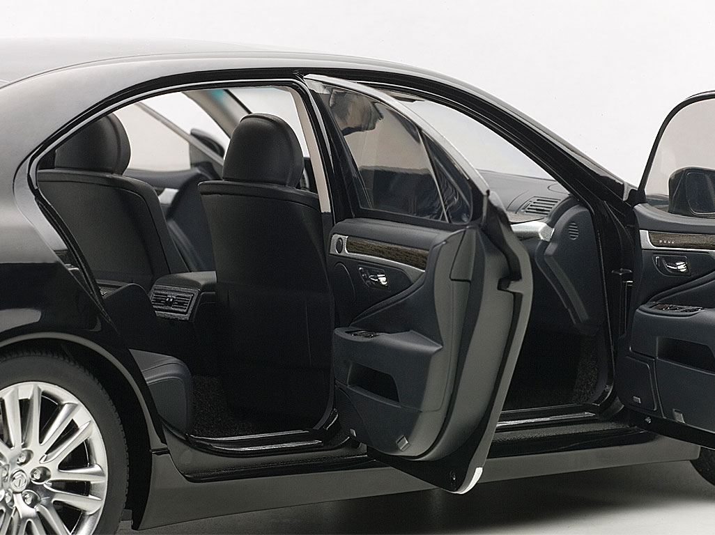 1:18 78842 AUTOart Lexus LS600hL 2013 black