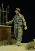 British / Commonwealth Infantryman walking 1942-45