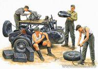 German motorcycle repair team - Image 1